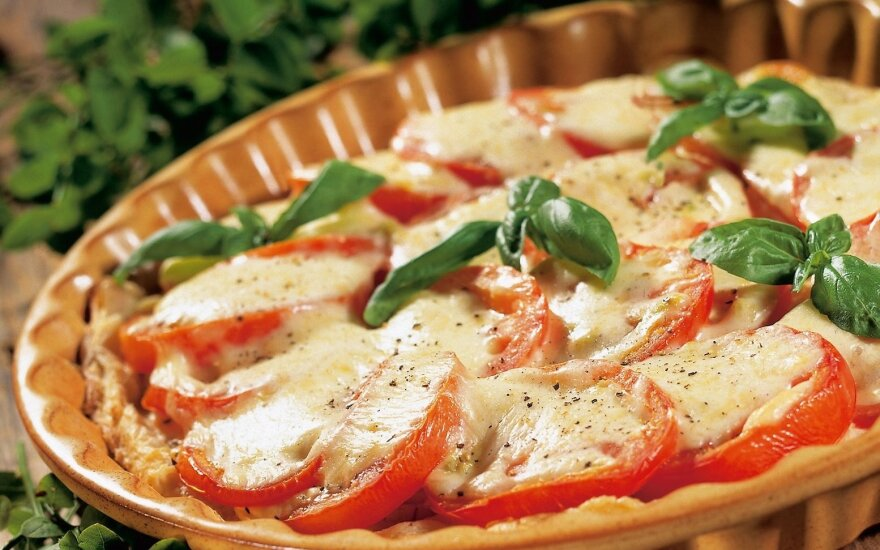 Apkepas su pomidorais ir sūriu