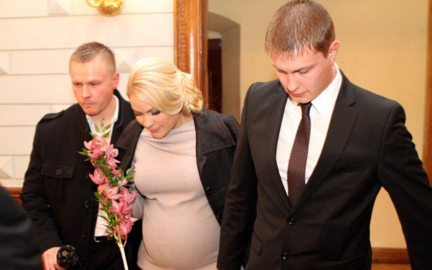 Besilaukiančios N.Pareigytės vestuvės - su slėpynėmis, sąmokslo teorijomis ir apsaugininkais