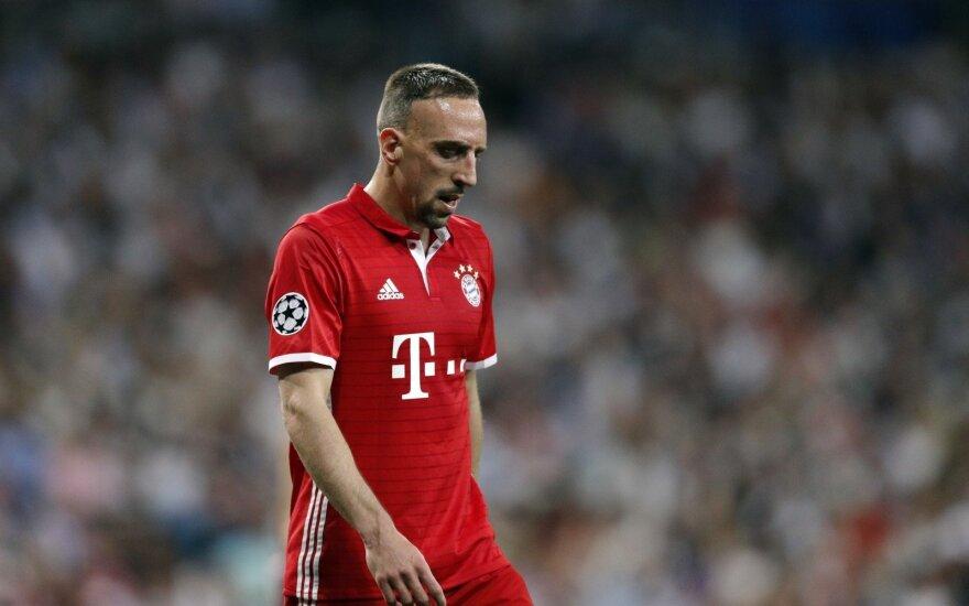 """""""Bayern"""" nubaudė kritikus šlykščiai išplūdusį Ribery"""