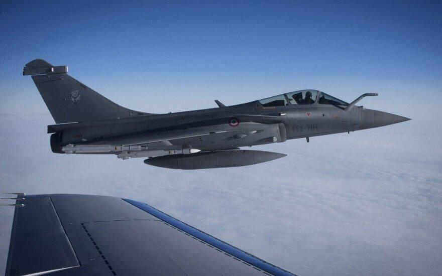 D. Cameronas siūlo papildomus naikintuvus Baltijos šalių gynybai
