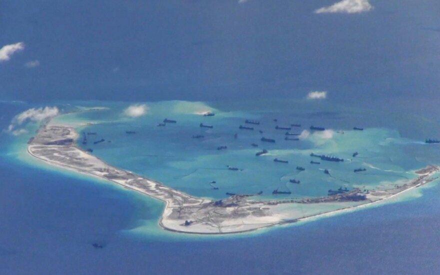 Kinija dirbtinėse salose Pietų Kinijos jūroje dislokuoja ginklus