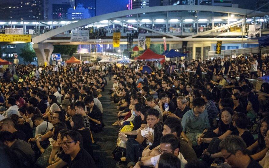 Honkongo oro uoste vėl atnaujinti skrydžiai