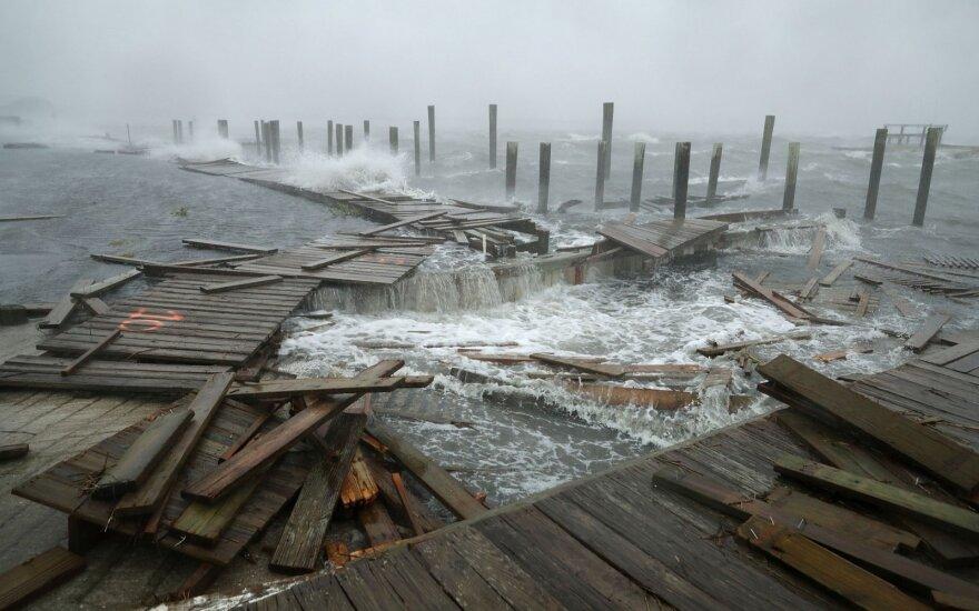 """Uraganas """"Florence"""" šturmuoja rytinę JAV pakrantę"""