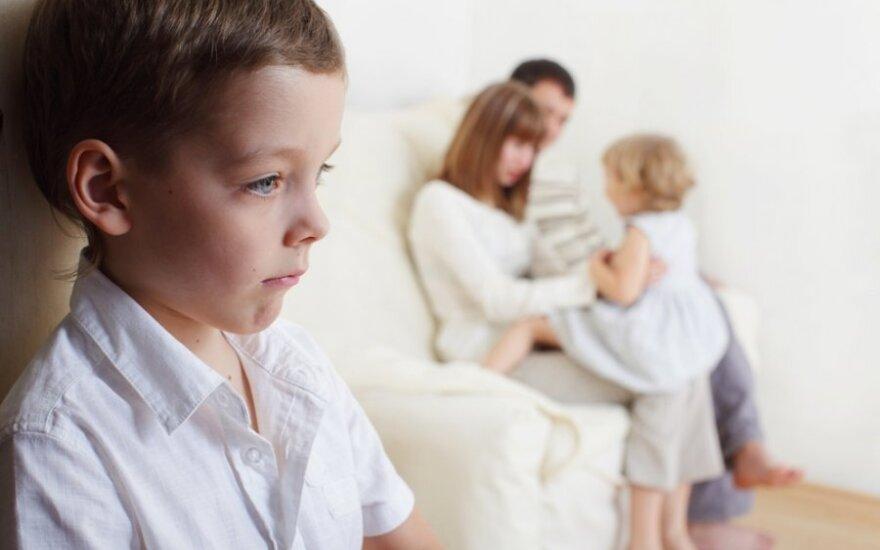 Vaikų namuose vaiko smegenys vystosi prasčiau nei šeimose