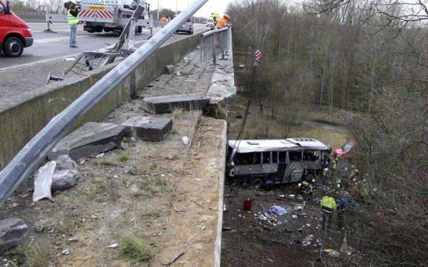 Belgijoje į kraupią avariją pateko paauglius iš Rusijos vežęs autobusas