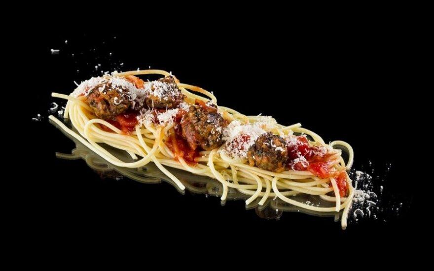 Spagečiai su pomidorų padažu ir frikadelėmis