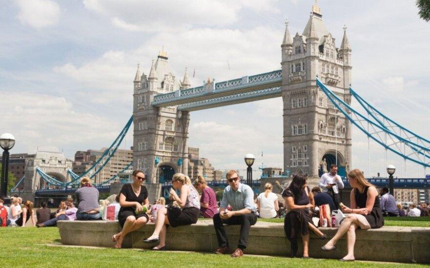 Darbo Didžiojoje Britanijoje ieškojęs lietuvis: nepasitikėkite agentūromis