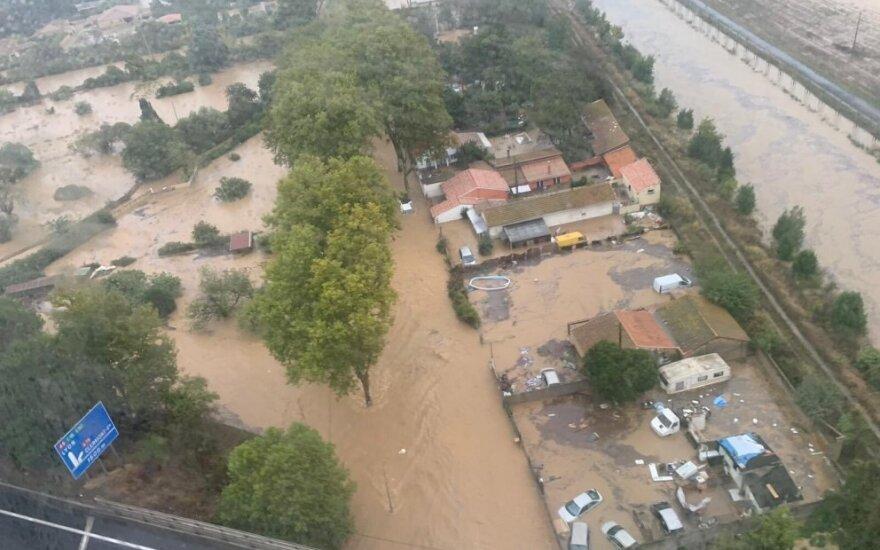 Pietų Prancūzijoje per potvynį žuvo trys žmonės