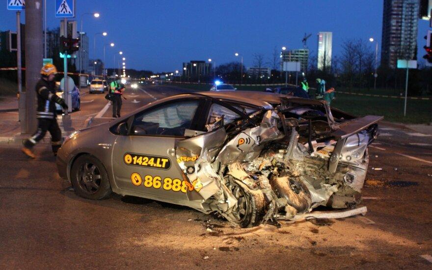 """Garsus lenktynininkas nukreipė žvilgsnį į """"CityBee"""" taranuotą pavėžėtojo automobilį: kilo įtarimų"""