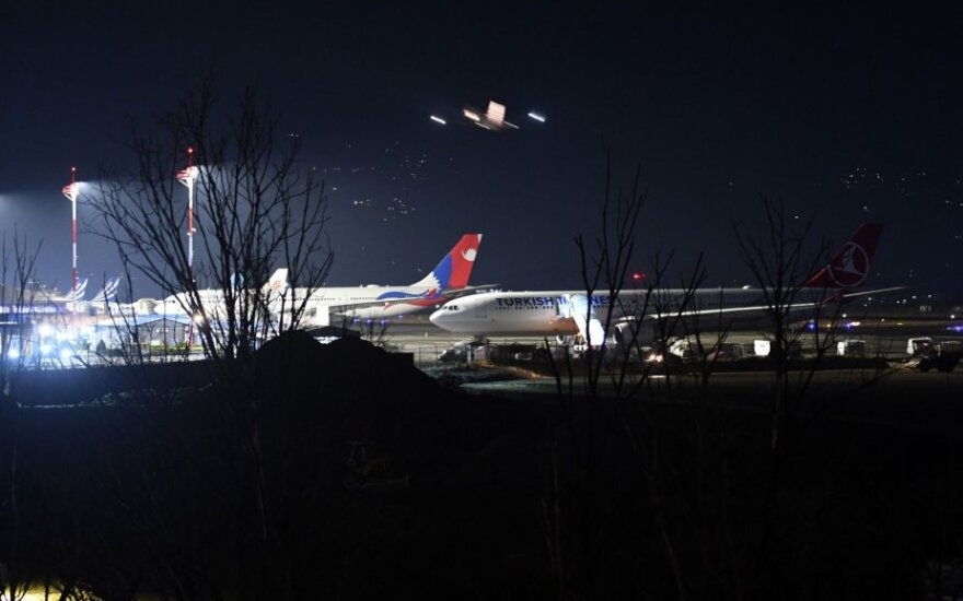 Pakistanui uždarius oro erdvę keleiviniai lėktuvai buvo priversti leistis Katmandu oro uoste Nepale