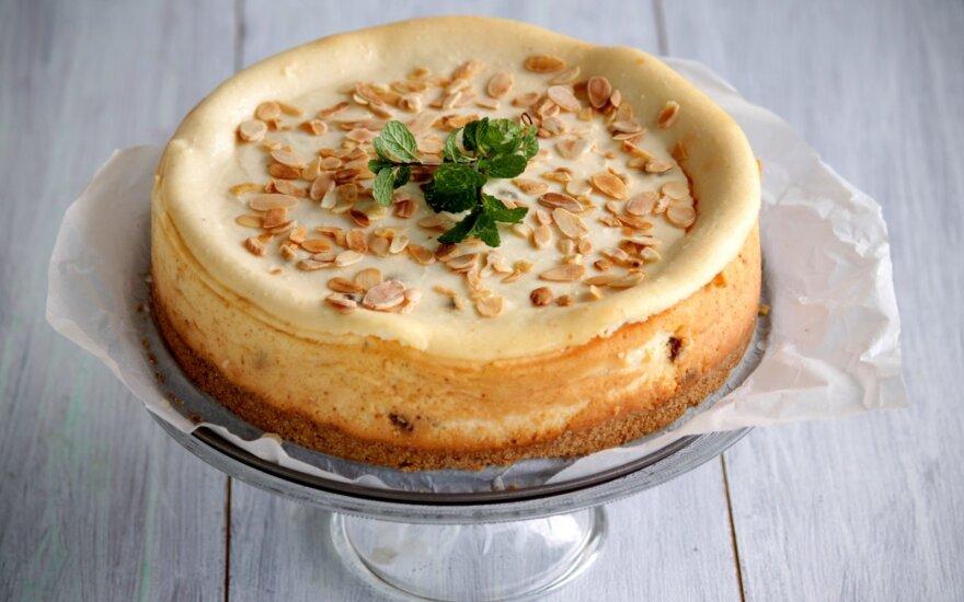Varškės ir migdolų pyragas