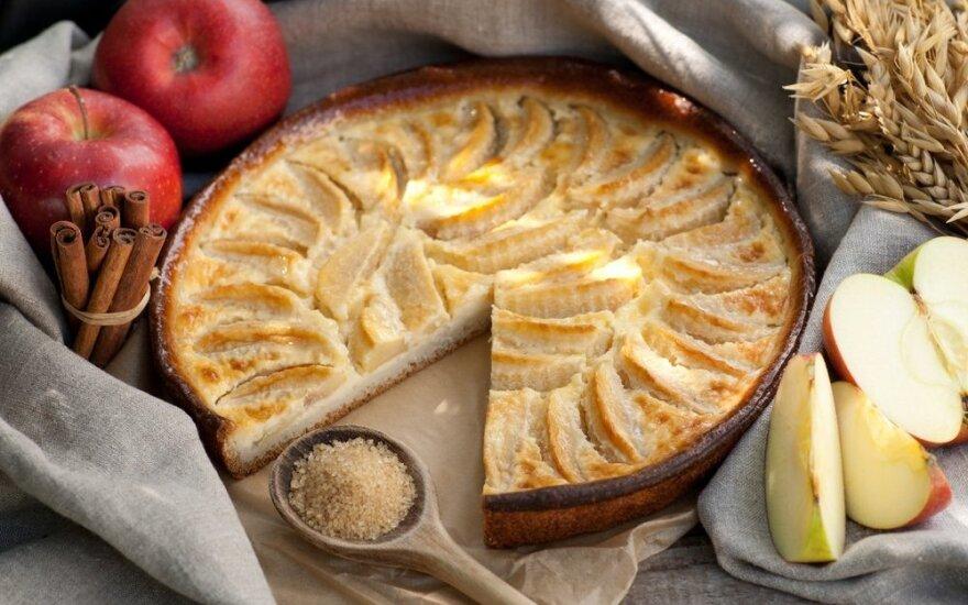 Gardumėlis: obuolių pyragas su riešutais ir medumi
