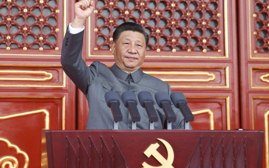 """Kinijos lyderis Xi Jinpingas perspėja apie """"niūrius"""" santykius su Taivanu"""