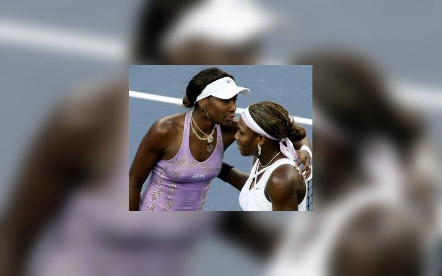 Seserys Venus (kairėje) ir Serena Williams