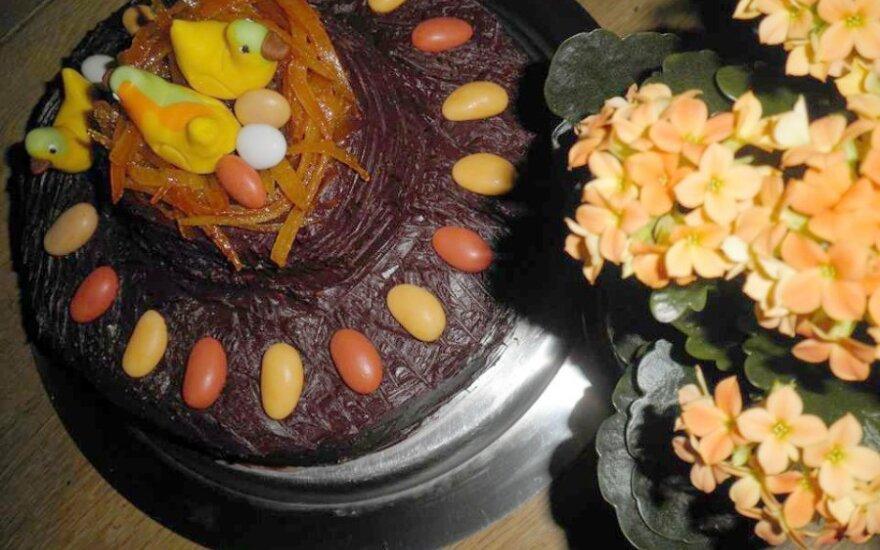 Morkų tortas su apelsininiu varškės kremu