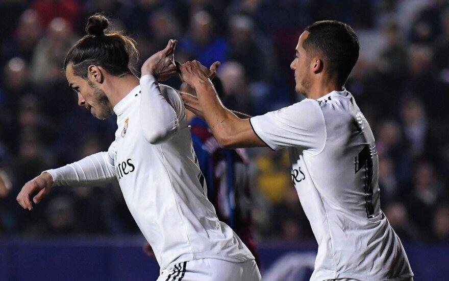 Garethas Bale'as, Lucas Vazquezas