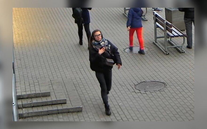 Šiaulių policija ieško paspirtukų nekenčiančios merginos bei jos pasekėjo