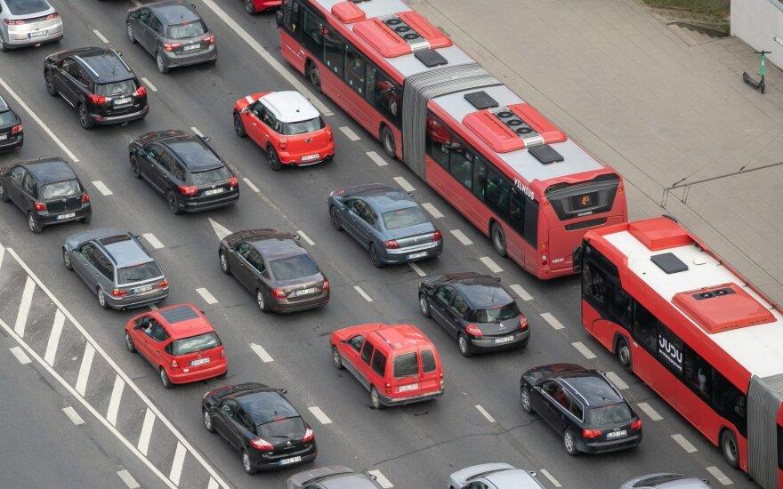 Kiek pinigų per mėnesį lietuviai skiria automobiliams: kas penktas gali per mažai