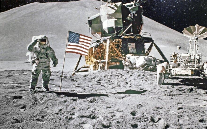Nusileidimas Mėnulyje
