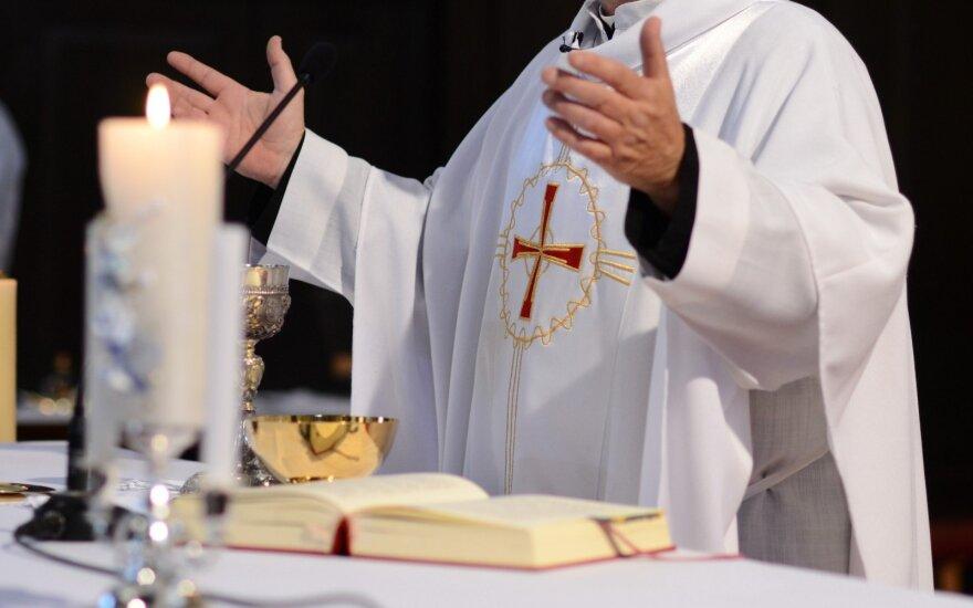 Kunigo pasakymas prajuokino: pasiūlyta suma netiko, nes velionis per mažai aukojo bažnyčiai