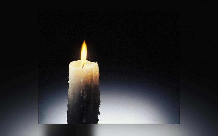 Šiaulių rajone avarijoje žuvo trys vyrai, sužalotas pareigūnas ir mergina