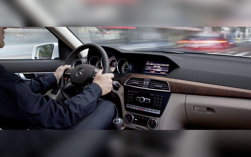 Tik 5 proc. vairuotojų apdraudžia save ir keleivius nuo nelaimingų atsitikimų eismo įvykio metu
