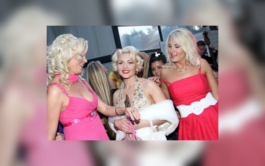 Rygoje - tradiciniu tampantis blondinių paradas (atnaujinta)
