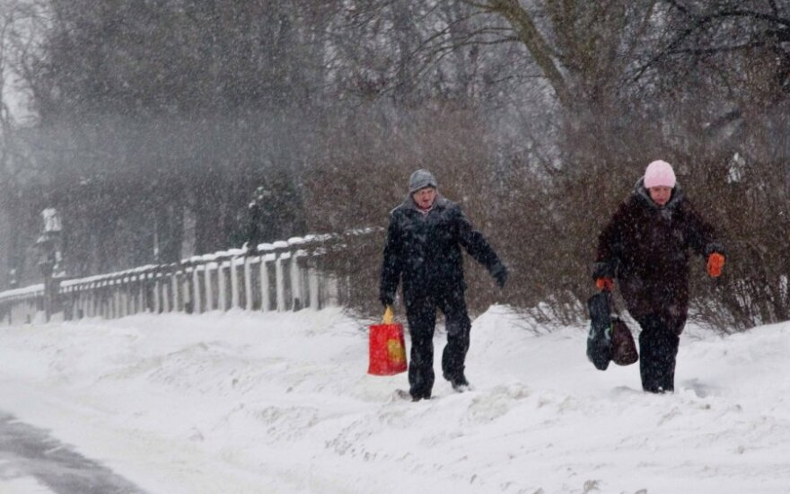 Kur turėtų būti sniegas: ant kelio ar ant šaligatvio?