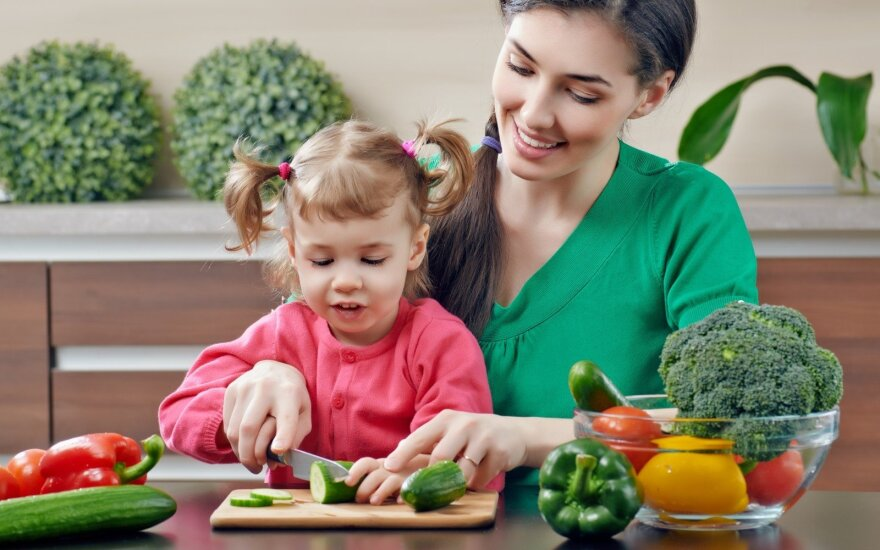 Tėvų galvos skausmas – kaip pripratinti vaikus valgyti sveikiau?