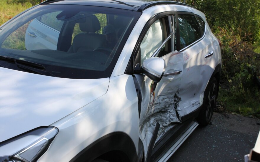 Vilniuje, nuolatinėje avarijų vietoje, sudaužyti dar du automobiliai