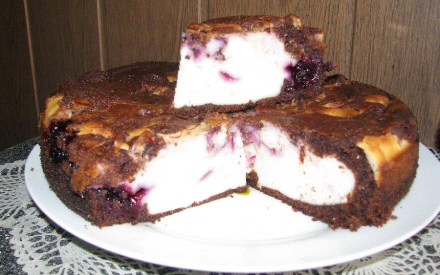 Ricotos pyragas su juodųjų serbentų džemu