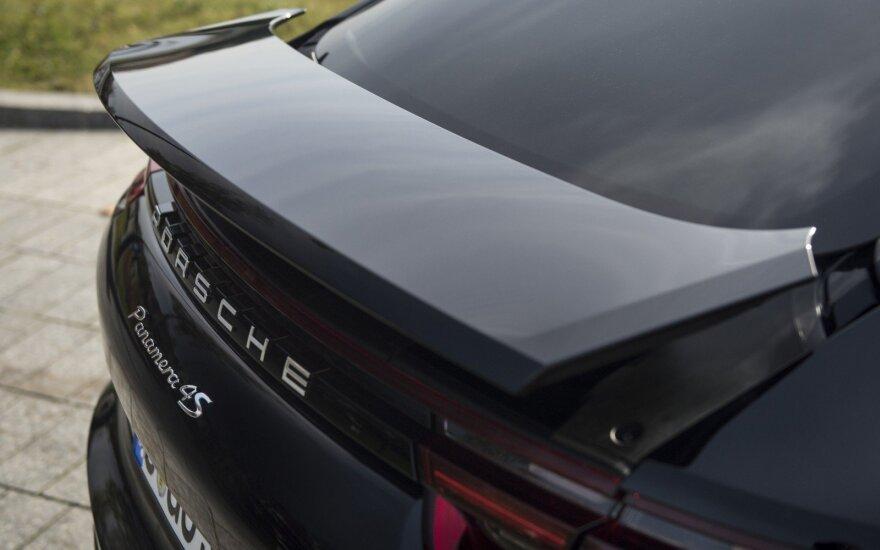 """""""Porsche"""" atšauks 22 tūkst. automobilių"""