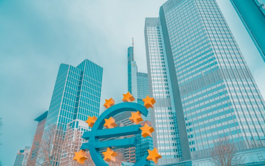 Euro area heads for double-dip recession as lockdowns drag on