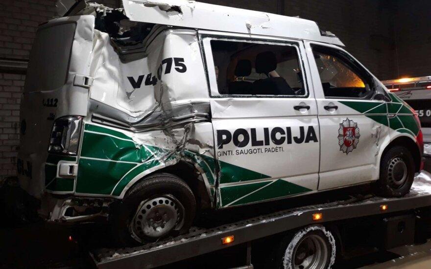"""Interneto skelbimų portale parduodamas policijos """"Volkswagen Transporter"""". Autoplius.lt nuotr."""