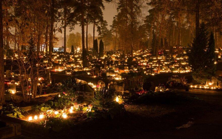 L. Klimka: žvakutė ant kapo – labai nesena tradicija