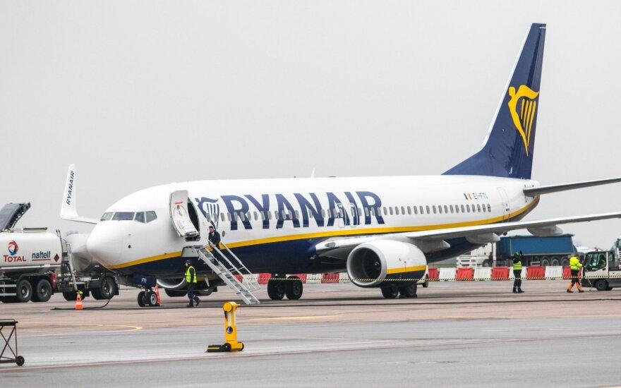 """""""Ryanair"""" planuoja atšaukti dar daugiau skrydžių"""