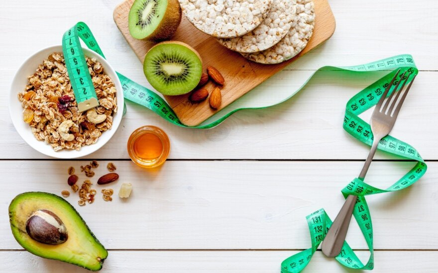7 sveiki įpročiai, kurie padės subalansuoti jūsų svorį