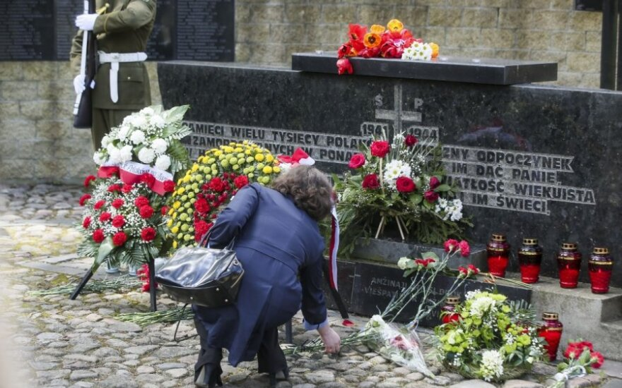 Lithuanian president pays tribute to WWII victims