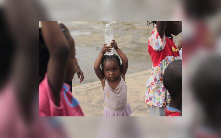 Lietuviai nori įsivaikinti Haičio vaikus