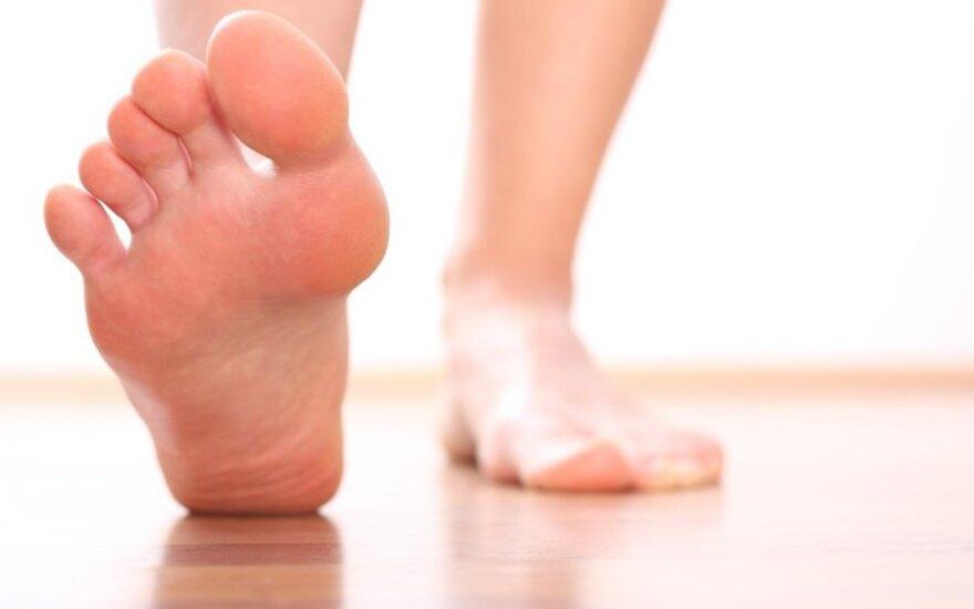 Grožio kaina – iššokę pėdų kauliukai: patarimai ir pratimai