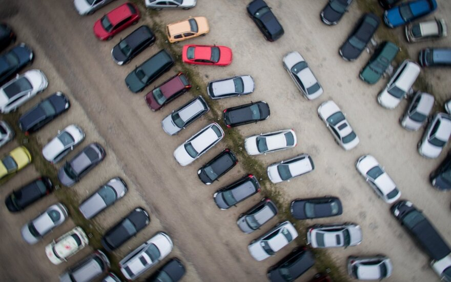 Įspėja dėl vagysčių: automobilius nesaugu palikti net ir požeminiuose garažuose