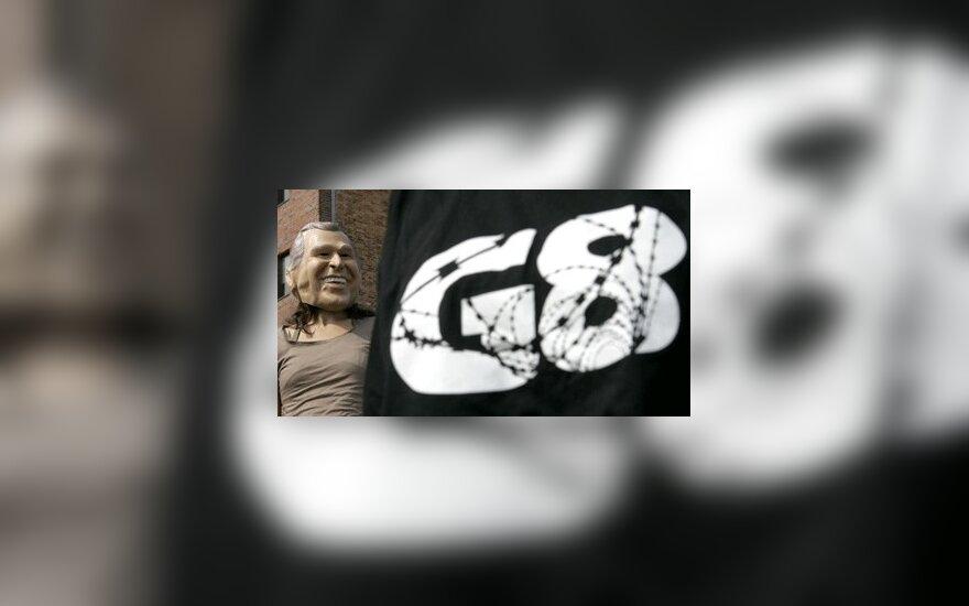 Italija siūlys G-8 viršūnių susitikimą perkelti į žemės drebėjimo nuniokotą L'Akvilą