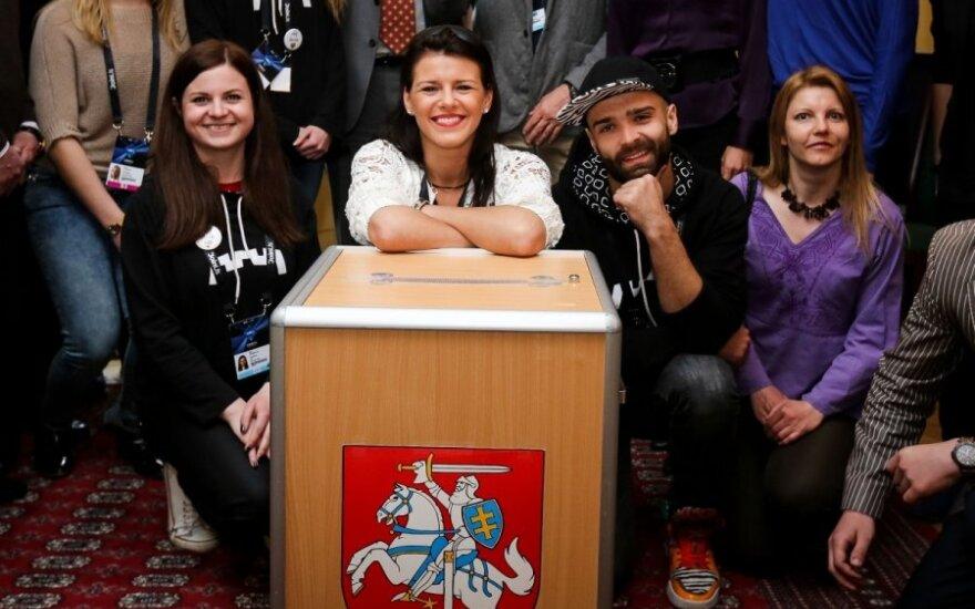 """Prieš """"Eurovizijos"""" pusfinalį V. Matačiūnaitė pirmą kartą dalyvavo prezidento rinkimuose"""