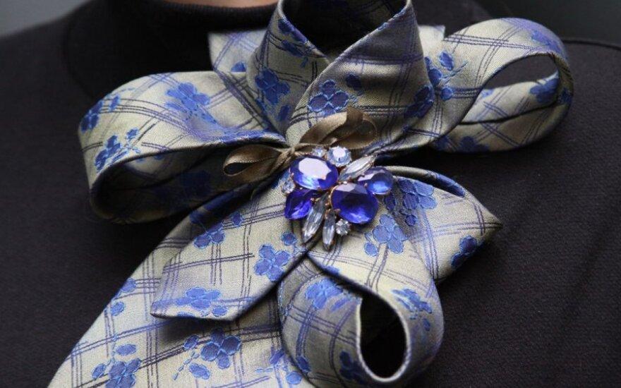 Kaip išvalyti šilkinius kaklaraiščius