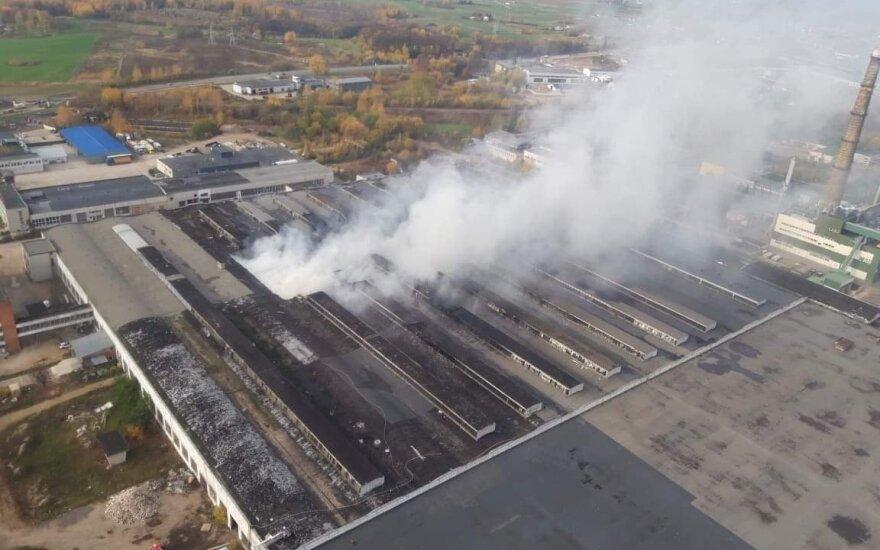 Alytaus Ekstremalių situacijų komisija vėl tarsis dėl gaisro padangų perdirbimo gamykloje