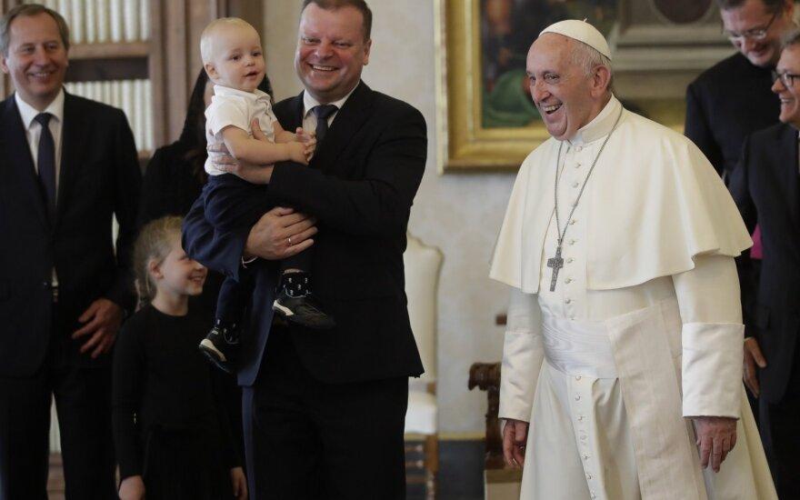 Popiežius Pranciškus priėmė S. Skvernelį su šeima