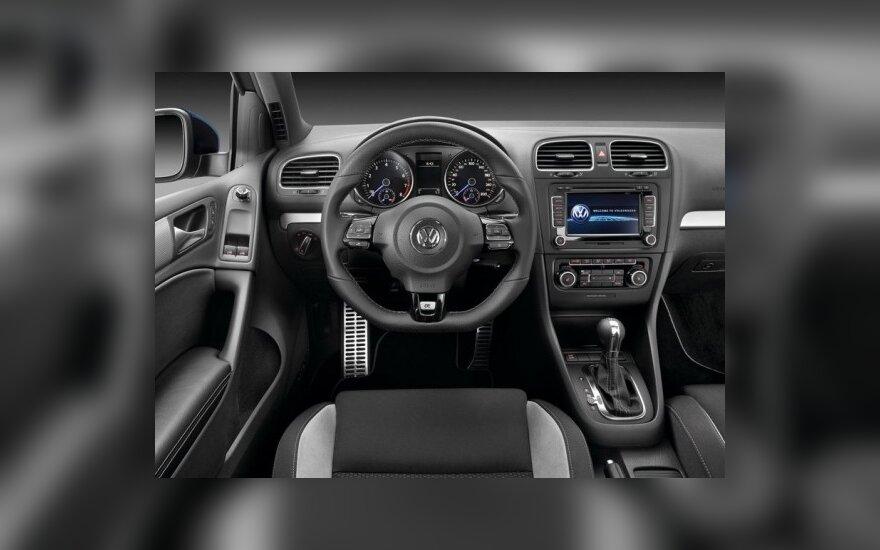 Volkswagen Golf R salonas