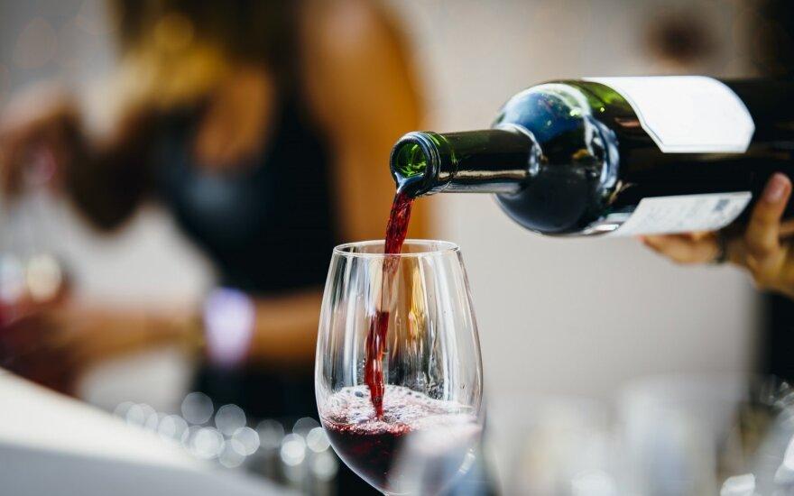 Graikijoje atšauktas specialus vyno mokestis