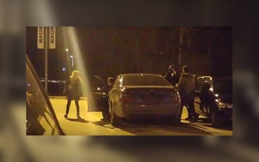 """Užpuolikai besilaukiančiai moteriai grasino ją """"įdėti į bagažinę"""""""