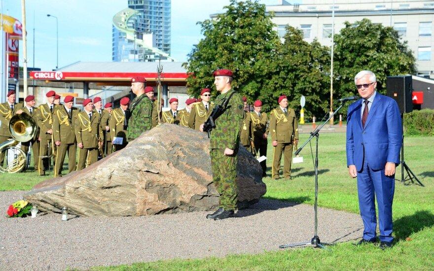 Vilniuje nuniokotas Artūrui Sakalauskui skirtas paminklas